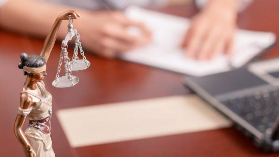 advokat-810x446_c[1]